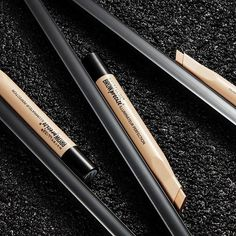 Create that crisp, clean brow line with the NEW Brow Precise Perfecting Highlighter. The creamy highlighter and angled tip applicator delivers shaped and highlighted brows in a few strokes.