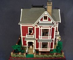 """Charmed"" Victorian home: A LEGO® creation by Boise Bro : MOCpages.com"