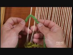 Telar decorativo Utilísima Bien Simple, Nova, Tapiz tejido, Marian San Martín - YouTube Knitting Videos, Loom Knitting, Knitting Patterns, Card Weaving, Loom Weaving, Weaving Wall Hanging, Tapestry Wall Hanging, Rya Rug, Peg Loom