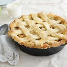 Do you love a sweet pastry or pie? Enjoy crumbly pastry recipes like banoffee and warm apple pies, rich chocolate and creamy custard tarts, and french tarte tartin. Your sweet tooth is sure to be satisfied. Köstliche Desserts, Delicious Desserts, Dessert Recipes, Winter Desserts, Winter Recipes, Healthy Desserts, Lunch Recipes, Summer Recipes, Healthy Recipes