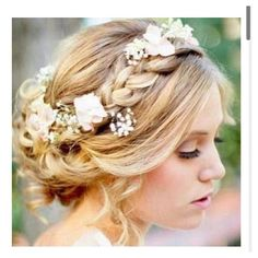 Beautiful wedding hairstyle : braid and flower crown