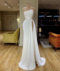 Source by marilynglele dresses gowns Gala Dresses, Event Dresses, Wedding Dresses, Beautiful Gowns, Dream Dress, Pretty Dresses, Evening Gowns, Strapless Dress Formal, Sexy Formal Dresses