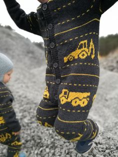 Dress strikket i Drops Merino Ekstra Fine. Størrelse: 2-4-6 år. Knitting For Kids, Double Knitting, Baby Knitting Patterns, Knitting Designs, Craft Presents, Baby Barn, Mother And Baby, Baby Boy Fashion, Knit Crochet