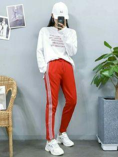 korea fashion outfits that is awesome:) 083280 Korean Fashion Trends, Korean Street Fashion, Korea Fashion, Kpop Fashion, Cute Fashion, Asian Fashion, Girl Fashion, Fashion Outfits, Fashion Ideas