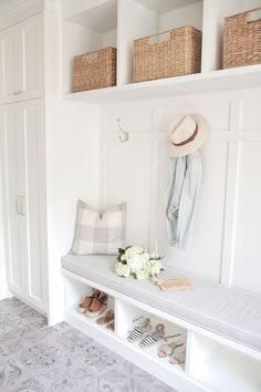 If You Love White Decor, This Home Will WOW You. When I first reached out to Sonja over at JS Life & Style about potentially sharing her home with us, it was in thanks to her amazing dining room that I spotted on insta. The chandelier, the rustic wo. Home Design, Beach Interior Design, Design Ideas, Bar Designs, Wall Design, Design Design, Mudroom Laundry Room, Mudroom Cabinets, Mud Room Lockers