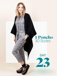 Unsere Stylight Challenge: 30 Tage Poncho tragen - aber immer anders kombiniert. Silberne Platforms und ein grauer Jumpsuit lassen den Look modern und trendy wirken.