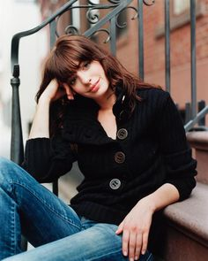 Anne Hathaway, bangs