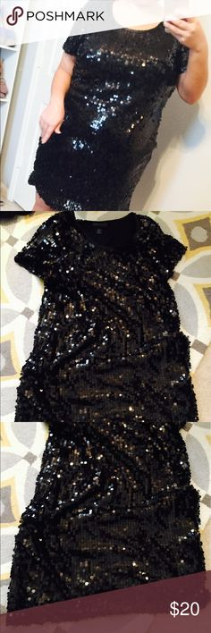 Black Sequin Dress!! WORN ONCE!! 🖤 Black Sequin Dress!! WORN ONCE on New Years!! 🖤 it's in great condition, no sequins missing or anything!! Ask any questions!! Forever 21 Dresses