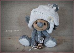 by Nath Guidi Felt Crafts, Diy And Crafts, Arts And Crafts, Cute Teddy Bears, Crochet Bear, Cute Little Things, Sewing Toys, Felt Art, Felt Animals