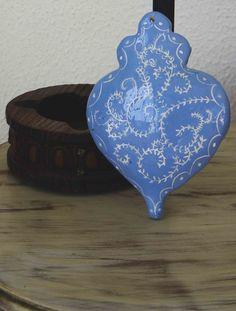 Inspiration Viana heart for haging. Handmade, by  Lígia Ceramic Design.