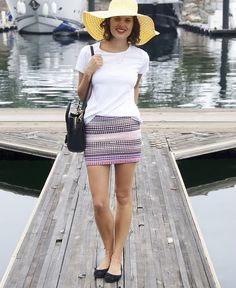 DIY fitted skirt made out of recycled jersey t-shirt rugs, yes please.