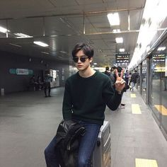 Pict of ulzzang boy. Cute Asian Guys, Cute Korean Boys, Asian Boys, Beautiful Boys, Pretty Boys, Cute Boys, Korean Fashion Men, Korean Men, Boy Fashion