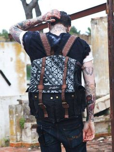 Tattoos and bags Bagdad, Hipster Man, Beard Tattoo, Tattoo Ink, Cool Style, My Style, Comme Des Garcons, Men Street, Travel Style
