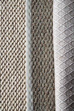 A Country Farmhouse: Natural Fiber Rugs. Apparently seagrass cleans up really well, as does braided jute. Sisal Carpet, Wool Carpet, Diy Carpet, Rugs On Carpet, Natural Fiber Rugs, Natural Rug, Textiles, Room Rugs, Area Rugs
