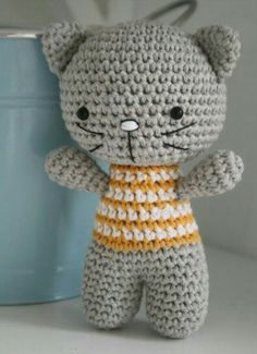Lovely Crochet Cat .  http://www.handylittleme.com/new-blog/2015/8/23/make-a-knitted-cat-with-one-of-these-purrrfect-free-patterns