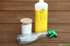 Aus drei Zutaten lässt sich ein effektiver und preiswerter Reiniger für die Dusche herstellen. Wirksam, einfach und nachhaltig gegen Kalk und Schmutz!