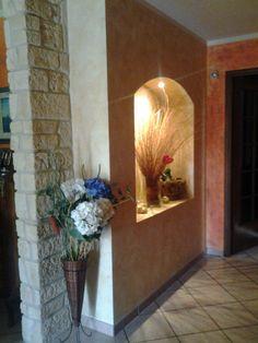 Colonna rivestita in eps rinforzato(finta pietra) e paretine con stucco  veneziano personalizzato. 2595def73cd