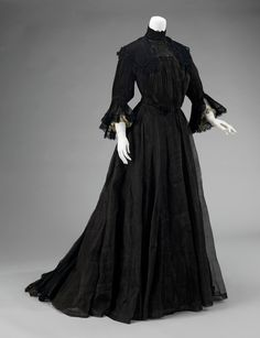 mourning dress ca. 1902-1904 via The Costume Institute of The Metropolitan Museum of Art