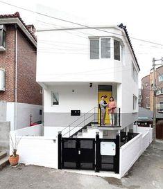 Tyni House, Tiny House Cabin, Cabin Homes, Dream Home Design, Tiny House Design, Modern House Design, Compact House, Narrow House, Box Houses