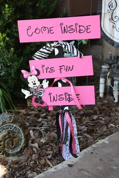 Minnie Mouse Bow Tique Birthday Party Ideas | Photo 6 of 49 | Catch My Party