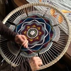 Use a hula hoop for the loom and make rug with similar design Weaving Wall Hanging, Weaving Art, Weaving Patterns, Loom Weaving, Tapestry Weaving, Hand Weaving, Circle Loom, Circular Weaving, Contemporary Embroidery