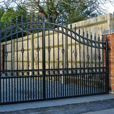 Wrought Iron Driveway Gates » Ironcraft Wrought Iron Driveway Gates, Gates And Railings, Metal Gates, Steel Gate Design, Iron Gate Design, Modern Brick House, Tor Design, Entrance Gates, Fence
