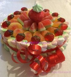 Torta di caramelle marshmallows, Candy, Candy cakes. Info: amabilidolcezze@gmail.com