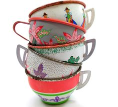 Super cute vintage tea cups! <3 www.lovesweetfreedom.co.uk