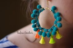 Different Types Of DIY Eaarings DIY earrings must be stylish and unique as every girl always wants to stand out looking beautiful and perfectly dressed. Check out our how-tos for each DIY earring pair and try making some for yourself. Tassel Jewelry, Fabric Jewelry, Jewelery, Cartier Jewelry, Tassel Earrings, Beaded Earrings, Hoop Earrings, Stud Earring, Leather Earrings