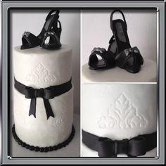 #blackandwhite#birthday #cake #highheelshoecake #buttercream #fondantshoe #yummy #chocolate inside #blackandwhiteaffair #minicake