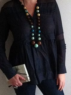 shirt with necklace and skinny jeans