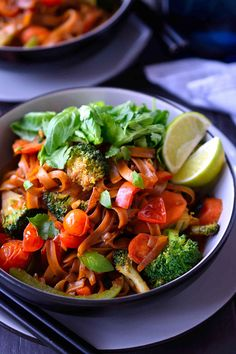 This vegan drunken noodles recipe is a simplified and vegan version of pad kee mao that you can whip up in minutes for a tasty and satisfying meal. Noodle Recipes, Veg Recipes, Easy Healthy Recipes, Vegetarian Recipes, Vegan Foods, Vegan Dishes, Clean Eating Challenge, Kee Mao, Healthy Dinner Recipes