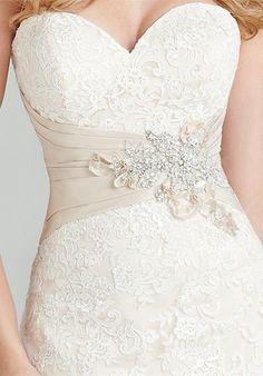 Beautiful Wedding Dress with lovely waist detailing - Sweetheart Lace Allure Romance 2569 Wedding Dress