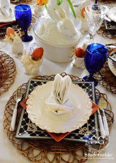 Easter Brunch Table Settings | The dishes at each place are alternated...