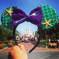 45 Custom Mickey Ear Ideas Your Kids Are Going to Want For Your Next Disney Vacation Unique Disney Ears That Open Up a Whole New World of Vacation Ideas: Taking a trip to a Disney park simply isn't the same without mouse ears. Disney Diy, Diy Disney Ears, Disney Mickey Ears, Disney Crafts, Disney Dream, Disney Love, Disney Magic, Disney Style, Disney 2017