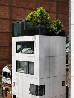 Small House precast concrete exterior - Dominic Alvaro