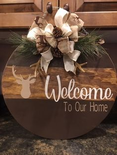 Beautiful Bows to Trim Your Wooden Door Rounds and Other Projects – Welcome to The Creative Therapy! Wooden Door Signs, Wooden Door Hangers, Wooden Doors, Wood Signs, Custom Door Hangers, Christmas Signs Wood, Christmas Crafts, Christmas Decorations, Xmas