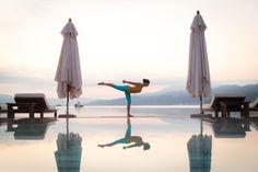 Bei Falkensteiner Hotels & Residences findest du deine ganz persönlichen Yoga-Momente: Yoga at the sea, Urban Escape, Tristyle Yoga Camp - das ist nur ein kleiner Auszug unserer Yoga Retreats. Erlebe einzigartige Momente von Entschleunigung, Meditation und Mindfulness. Buche jetzt deinen perfekten Yoga-Moment! Yoga Retreat, Moment, Places To See, Fighter Jets, Meditation, Hotels, Wellness, Urban, Travel