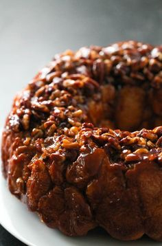 This Gooey Caramel Monkey Bread is made with frozen dinner rolls then topped with an amazing caramel sauce and chopped pecans. Frozen Dinner Rolls, Frozen Bread Dough, Monkey Bread, Artisan Bread, Sweet Treats, Yummy Treats, Yummy Food, Pull Apart, Bread Food