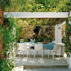 L'Univers d'Inès: Mediterranean Style House Outdoor dining area
