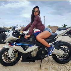 10 Reasons to date a Biker Chick Motorbike Girl, Motorcycle Bike, Lady Biker, Biker Girl, Cb 250 Twister, Ducati, Motos Sexy, Chicks On Bikes, Bmw S1000rr