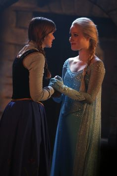 "Elsa and Anna - 4 * 8 ""Smash the mirror"""