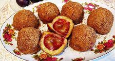 Cum se prepară GOMBOȚII cu prune, o DELICATESĂ gastronomică de vară Romanian Desserts, Romanian Food, Biscuit, Delicious Desserts, Bakery, Deserts, Muffin, Favorite Recipes, Sweets