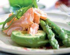 En fin og frisk forret, som skal laves kort forinden med helt friske asparges og advocado.