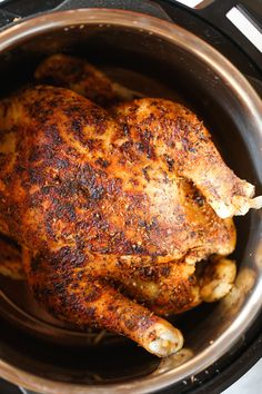 Instant Pot Rotisserie Chicken - 28 min whole. Instant Pot Rotisserie Chicken - 28 min whole rotisserie chicken? The chicken comes out perfectly tender juicy packed with flavor. And its SO EASY! Instant Pot Whole Chicken Recipe, Instant Pot Dinner Recipes, Easy Dinner Recipes, Instant Pot Meals, Instant Pot Ribs Recipe, Whole 30 Instant Pot, Dinner Ideas, Cooking Whole Chicken, Dessert Recipes