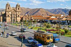 cusco: Ligando turistas a Machu Picchu, vale a pena passar um tempo na histórica cidade de Cusco, que se destaca pelo artesanato, bons hotéis e restaurantes, e mesmo sendo pequena, tem até baladinha. Não deixe de visitar o parque arqueológico de Saqsaywaman.