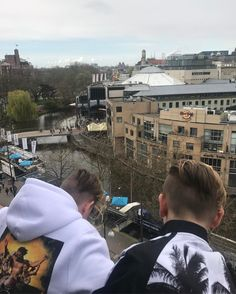 GB Just arrived here in beautiful Amsterdam😍😍 Bars And Melody, I Go Crazy, You Are My Life, Great Friends, Good Job, Norway, Amsterdam, Celebrities, Celebrity
