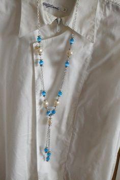 Collana con catena argentata e perle plastica bianche e occhi di gatto turchesi