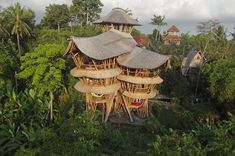 woman-quits-job-to-build-sustainable-bamboo-homes-in-bali10