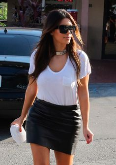 Kim Kardashian T-Shirt - Kim's white pocket tee looked anything but basic when paired with a slick leather skirt. Black Denim Skirt Outfit, Denim Skirt Outfits, Black Leather Skirts, Kim Kardashian 2012, Kardashian Style, Kardashian Fashion, Kendall Jenner Modeling, Kendall Jenner Outfits, Kim K Style